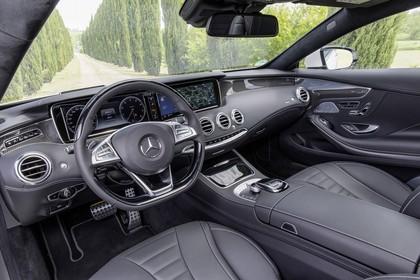 Mercedes-Benz S-Klasse Coupé C217 Innenansicht statisch Vordersitze und Armaturenbrett fahrerseitig