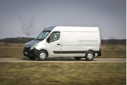 Opel Movano Kastenwagen Aussenansicht Seite schräg dynamisch silber