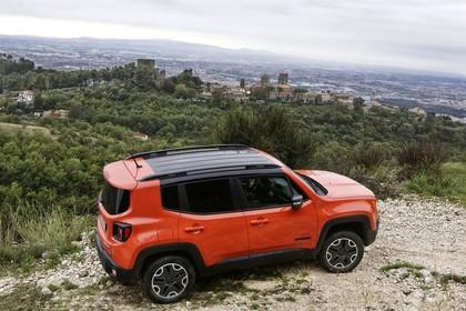 Jeep Renegade (BU) Aussenansicht Seite erhöht statisch omaha orange