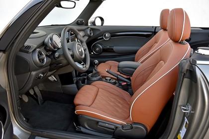 Mini Cabrio F57 Innenansicht Cockpit Seite statisch braun schwarz