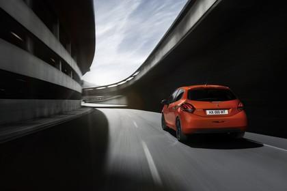Peugeot 208 A9 Aussenansicht Heck schräg dynamisch orange