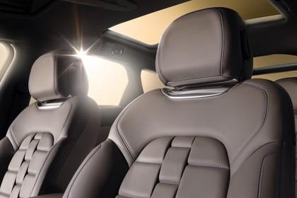 Citroën DS5 K Innenansicht statisch Vordersitze und Panoramadach fahrerseitig
