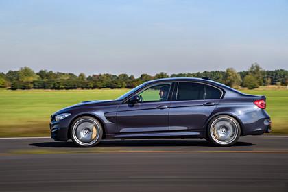BMW M3 F80 Aussenansicht Seite dynamisch blaugrau