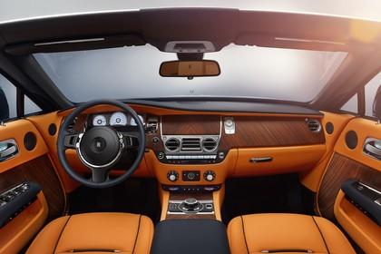 Rolls-Royce Dawn Innenansicht statisch Studio Vordersitze und Armaturenbrett