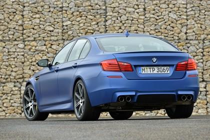 BMW M5 F10 Aussenansicht Heck schräg statisch blau