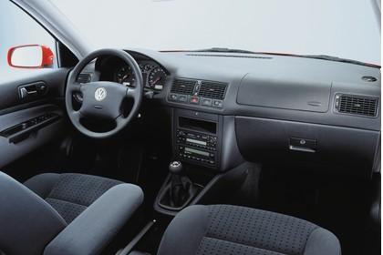 VW Golf IV Variant Innenansicht Beifahrerposition Studio statisch schwarz