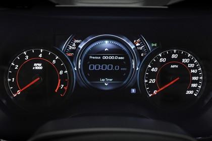 Chevrolet Camaro SS Innenansicht statisch Studio Detail Tacho