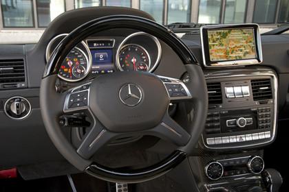 Mercedes-Benz G-Klasse W463 Innenansicht Fahrerposition statisch schwarz