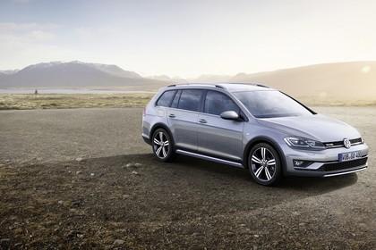 VW Golf 7 Alltrack Variant Aussenansicht Front schräg statisch silber