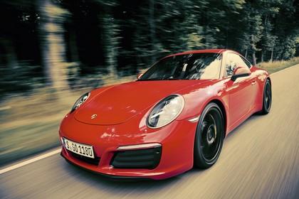Porsche 911 Carrera S 991.2 Aussenansicht Front schräg dynamisch rot