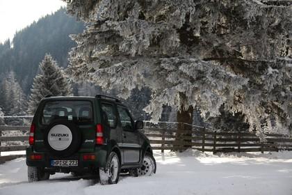 Suzuki Jimny FJ Aussenansicht Heck schräg statisch grün