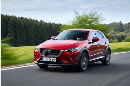 Mazda CX-3 DJ1 Aussenansicht Front schräg dynamisch rot