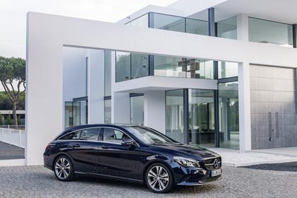Mercedes CLA Shooting Brake X117 Aussenansicht Seite schräg statisch blau