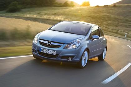 Opel Corsa D 3Türer Aussenansicht Front schräg dynamisch silber