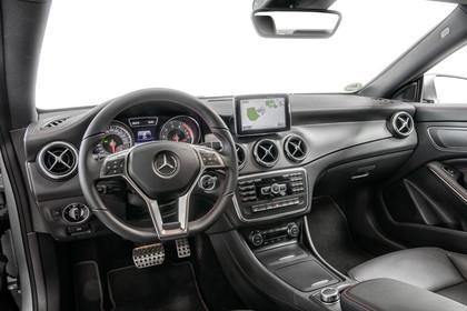 Mercedes CLA C117 Innenansicht Fahrerposition Studio statisch schwarz
