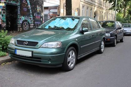 Opel Astra G Stufenheck Aussenansicht Front schräg statisch grün