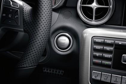 Mercedes-Benz SLK R172 Innenansicht statisch Studio Detail Startknopf