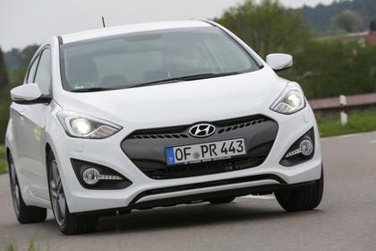 Hyundai i30 Coupe GD Aussenansicht Front dynamisch weiss