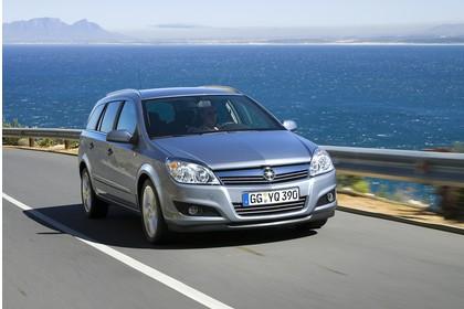 Opel Astra H Caravan Aussenansicht Front dynamisch silber