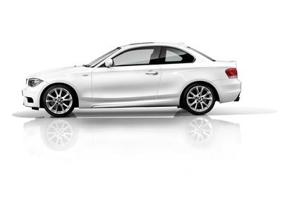 BMW 1er Coupé E82 LCI Aussenansicht Seite statisch Studio weiss