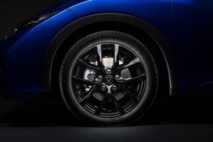 Honda Civic Tourer 9 Aussenansicht Seite statisch Studio Detail Rad vorne links blau