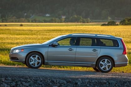 Volvo V70 Aussenansicht Seite statisch hellbaun