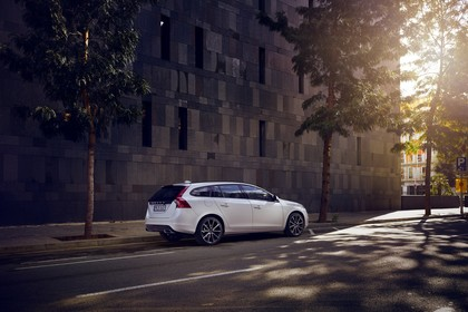 Volvo V60 F Aussenansicht Seite schräg statisch weiss
