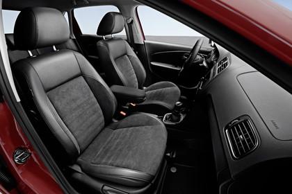 VW Polo 6R Facelift Fünftürer Innenansicht VOrdersitze statisch schwarz
