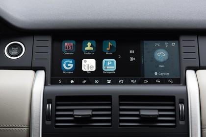 Land Rover Discovery Sport L550 Innenansicht Detail statisch schwarz Entertainment