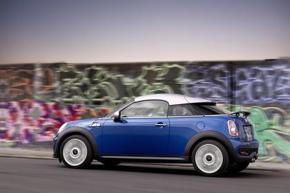 Mini Coupe R58 Aussenansicht Seite statisch blau