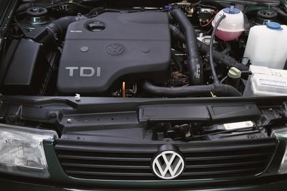 VW Polo 3 Limousine 6N Aussenansicht statisch Studio Detail Motor