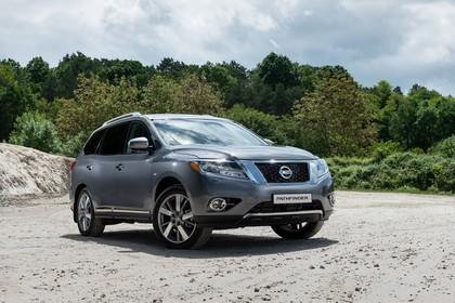 Nissan Pathfinder R51 Aussenansicht Front schräg statisch grau