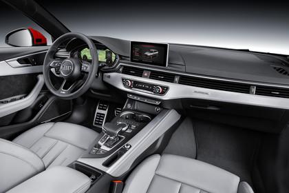 Audi A4 B9 Avant Innenansicht Beifahrerpoition Studio statisch hellgrau