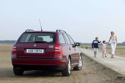 Skoda Octavia 1Z Combi Aussenansicht Heck statisch rot
