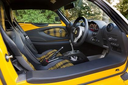 Lotus Exige Sport 350 Innenansicht statisch Vordersitze und Armaturenbrett fahrerseitig