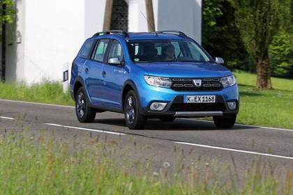 Dacia Logan MCV Stepway K8 Aussenansicht Front schräg dynamisch blau