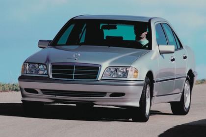 Mercedes-Benz C-Klasse Limousine W202 Aussenansicht Front schräg dynamisch silber
