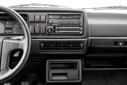 VW Golf 2 Studio Innenansicht Detail Radio statisch schwarz