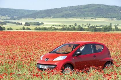 Peugeot 107 P Dreitürer Aussenansicht Front schräg statisch rot