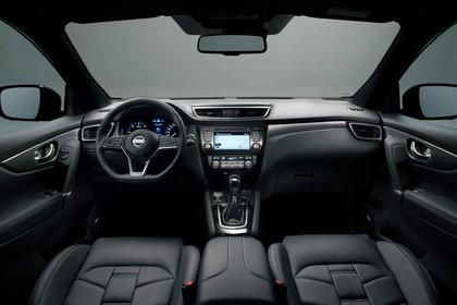 Nissan Qashqai J11 FL Innenansicht statisch Studio Vordersitze und Armaturenbrett