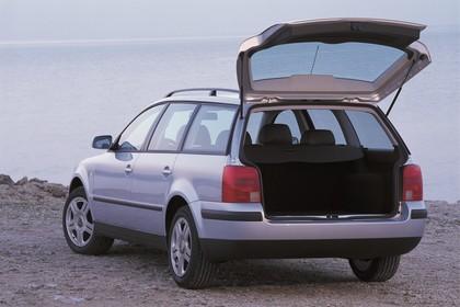 VW Passat Variant B5 Aussenansicht Heck schräg statisch silber
