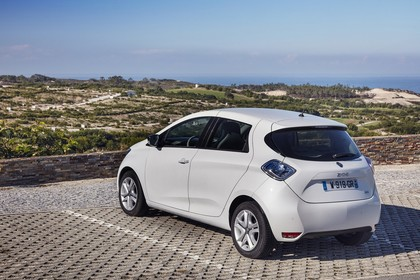 Renault ZOE Aussenansicht Heck schräg statisch weiss