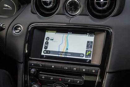 Jaguar XJ X351 Innenansicht statisch Detail Infotainmentbildschrim