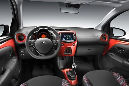 Citroën C1 P Innenansicht statisch Studio Vordersitze und Armaturenbrett fahrerseitig