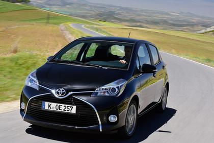 Toyota Yaris (XP13) Aussenansicht Front schräg dynamisch schwarz