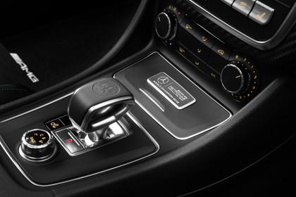 Mercedes A-Klasse W176 Innenansicht Detail Mittelkonsole statisch schwarz