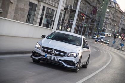 Mercedes-AMG A 45 C117 Aussenansicht Front dynamisch silber