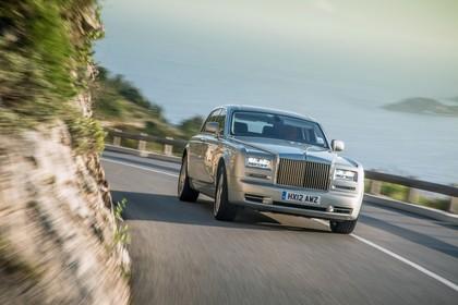 Rolls-Royce Phantom Aussenansicht Front schräg dynamisch grau