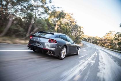 Ferrari GTC4 Lusso Aussenansicht Heck schräg dynamisch grau