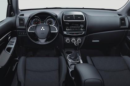 Mitsubishi ASX GAO Innenansicht Fahrerposition statisch schwarz